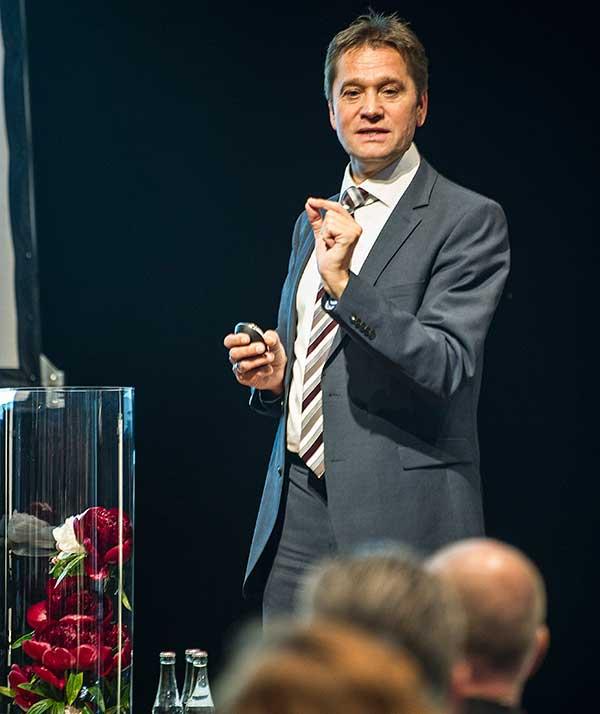 Prof. Michael Hauer auf dem Sparkassendialog